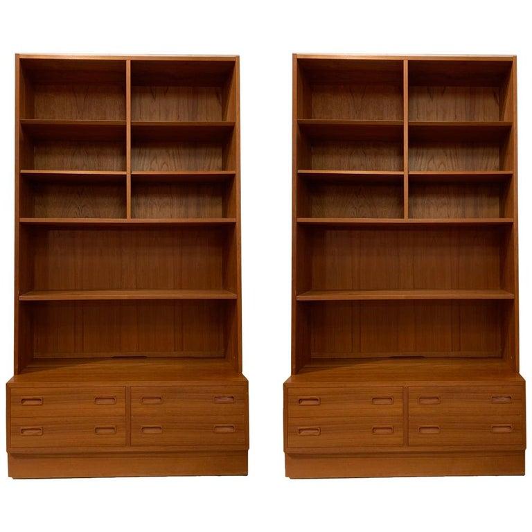 Pair Poul Hundevad Danish Modern Teak Bookcases Shelves, 4-Drawer Chest base For Sale