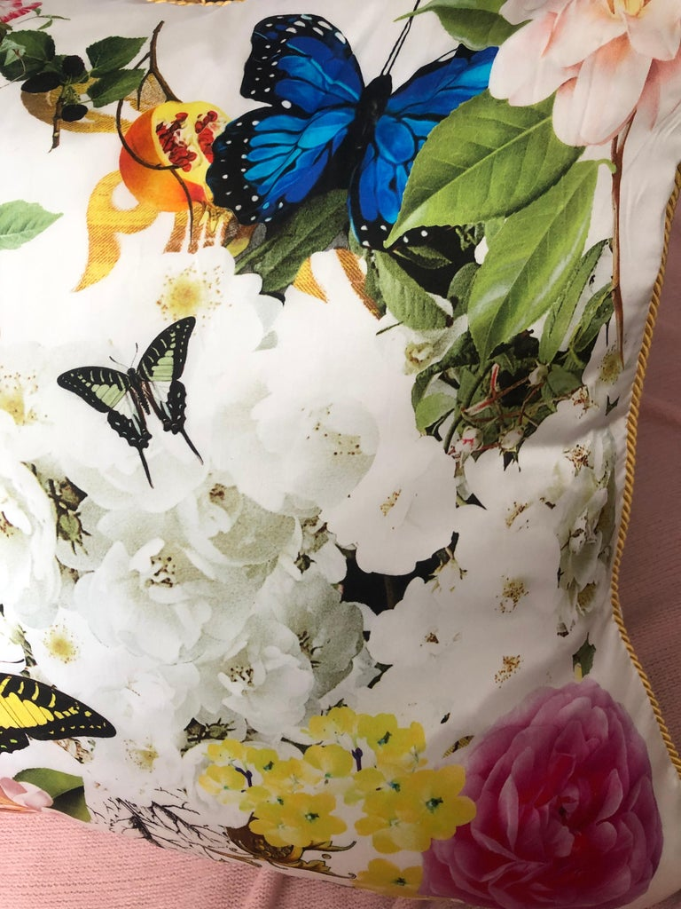 Roberto Cavalli Home Collection Flora & Fauna Signature Silk Throw Pillows, Pair In Excellent Condition For Sale In Palm Springs, CA