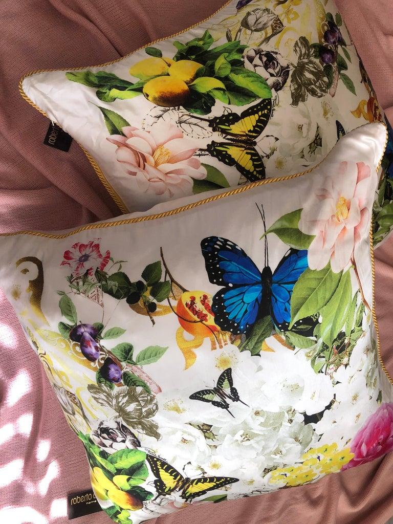 He's gorgeous very high-end flora and fauna sell kilos were designed by Roberto Cavalli. Made in Italy they are a signature print signed Cavalli with beautiful silk cording. Purchased fora design project in Palm Springs California they were never