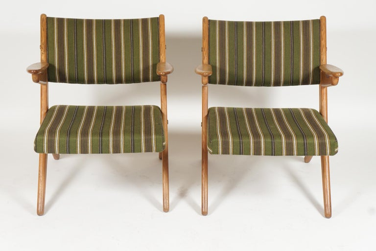 Scandinavian Modern Scissor or Sawbuck Armchairs in Manner of Hans Wegner, Pair In Good Condition For Sale In Hudson, NY