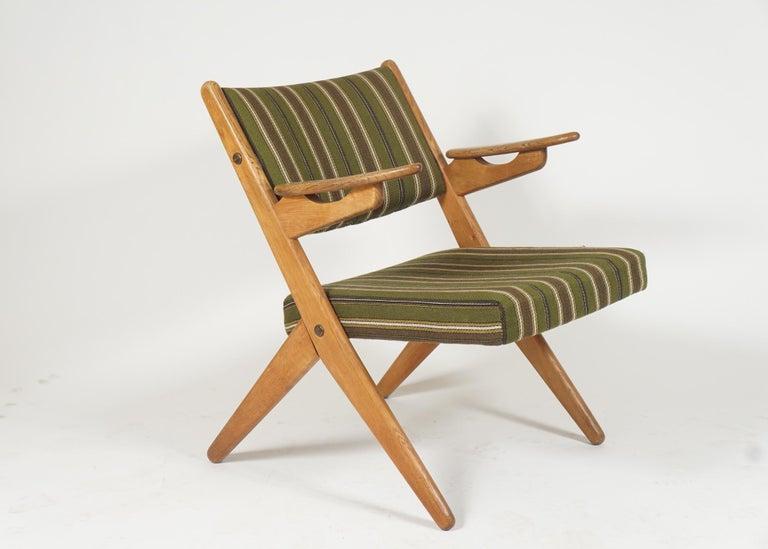 Mid-20th Century Scandinavian Modern Scissor or Sawbuck Armchairs in Manner of Hans Wegner, Pair For Sale