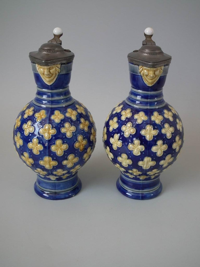 Pair Small Minton Majolica Pitchers With Mask Spouts In Good Condition For Sale In Chelmsford, Essex