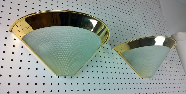 Mid-Century Modern Stilnovo Gilt-Plated Metal & White Textured Glass Torchère Shaped Sconces, Pair For Sale