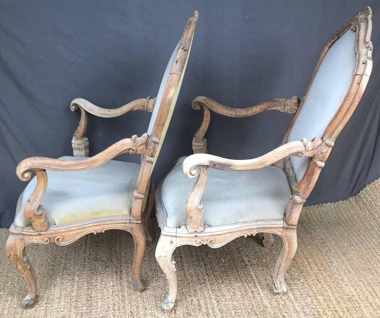 Pair Venetian Louis XV Armchairs In Good Condition For Sale In New York, NY