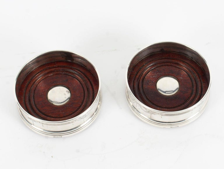 Pair of Vintage Circular Sterling Silver Coasters, Birmingham, 20th Century In Good Condition For Sale In London, GB