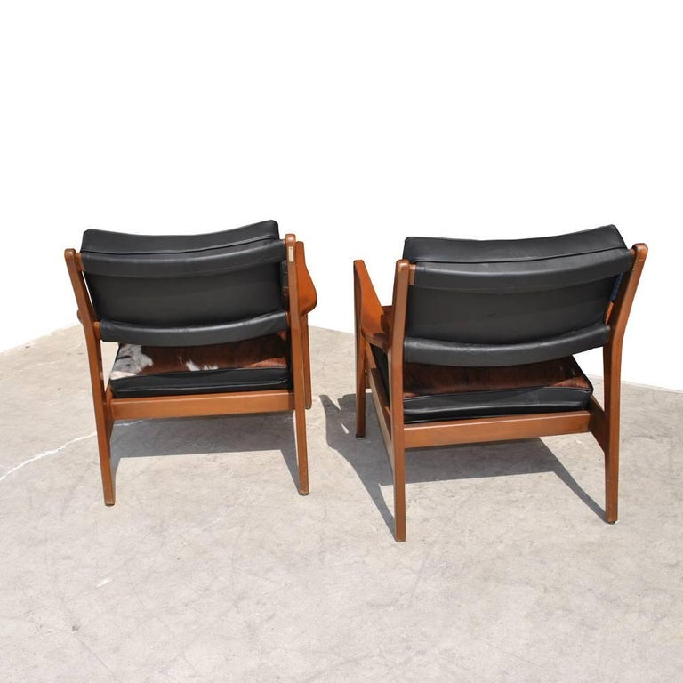 Cowhide Pair of Vintage Midcentury Restored Jens Risom Lounge Chairs For Sale