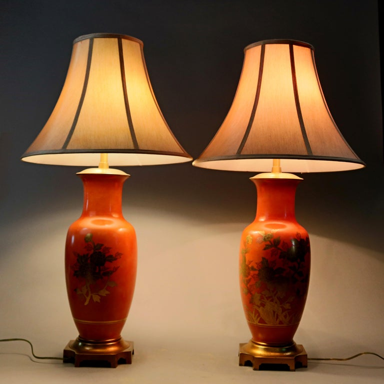 Pair of Vitrine Chinese Gilt Decorated Porcelain Table Lamps, 20th Century In Good Condition For Sale In Big Flats, NY