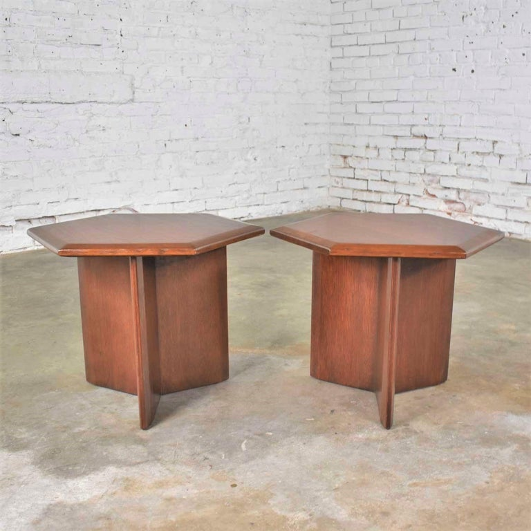 Mid-Century Modern Pair Walnut Stained Hexagon Side Tables Style of Frank Lloyd Wright for Henredon For Sale