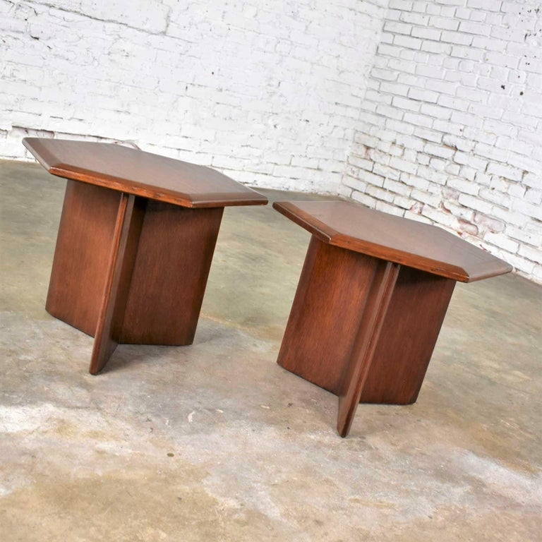 American Pair Walnut Stained Hexagon Side Tables Style of Frank Lloyd Wright for Henredon For Sale
