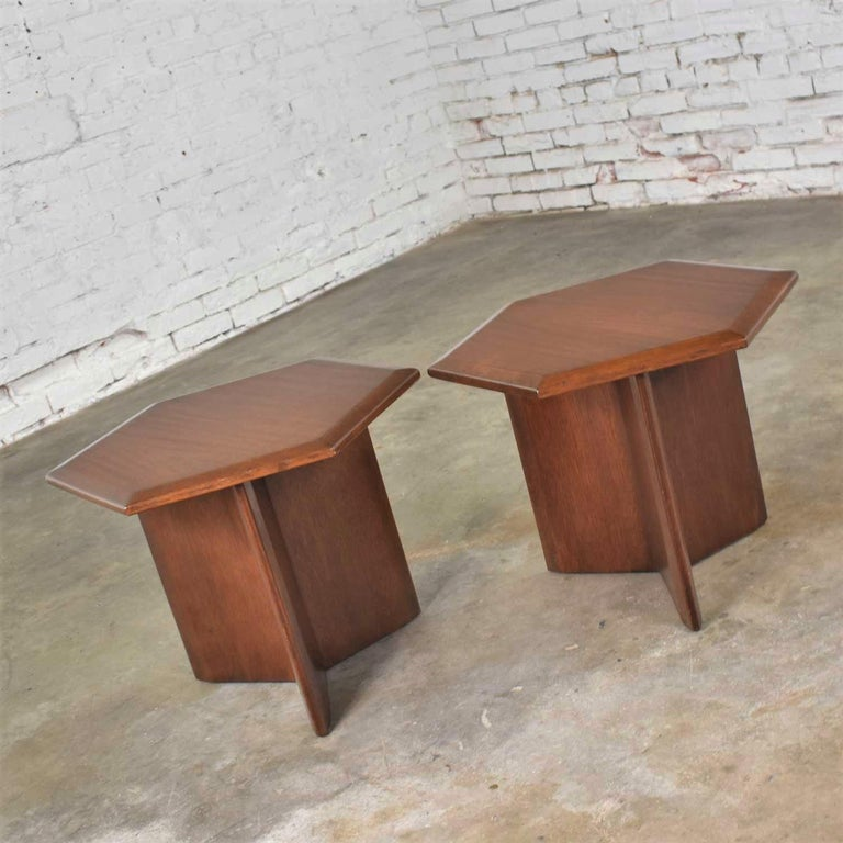 20th Century Pair Walnut Stained Hexagon Side Tables Style of Frank Lloyd Wright for Henredon For Sale