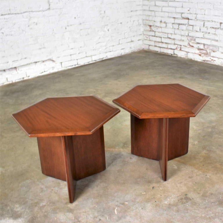 Mahogany Pair Walnut Stained Hexagon Side Tables Style of Frank Lloyd Wright for Henredon For Sale
