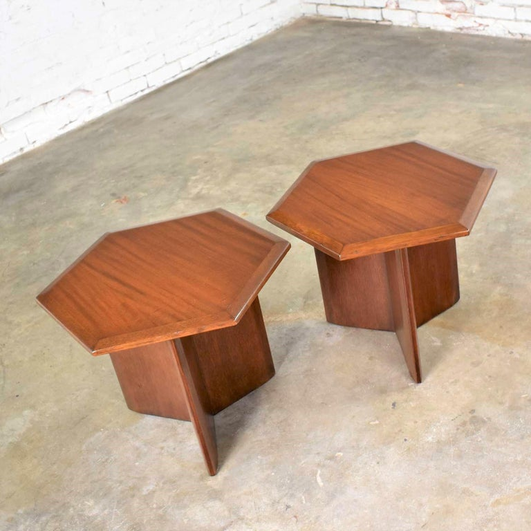 Pair Walnut Stained Hexagon Side Tables Style of Frank Lloyd Wright for Henredon For Sale 1