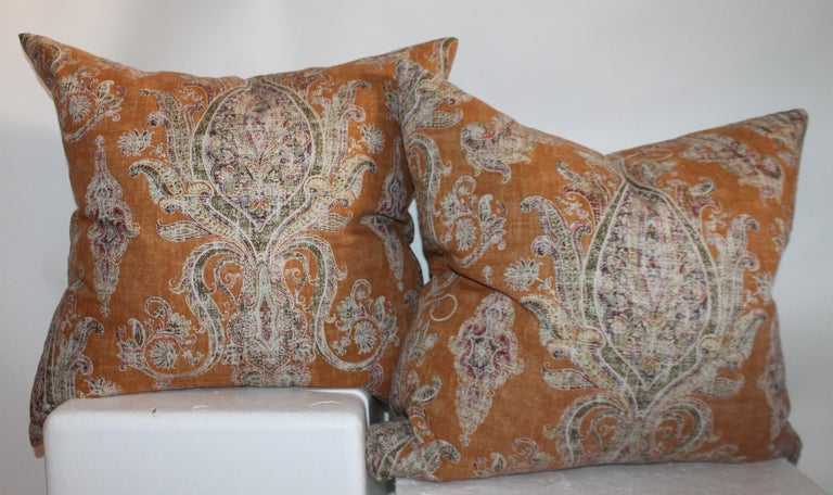 These fine cotton printed linen paisley pillows are in fantastic condition. The inserts are down & feather fill. Condition is very good.