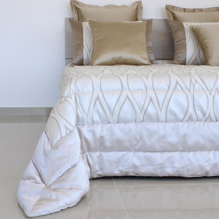 This splendid, King size bedding set will add luxurious comfort to any modern or traditional bedroom. It features an exquisite quilt fashioned of cotton and polyester, and padded with polyester, showcasing a mesmerizing waved pattern on a pearl