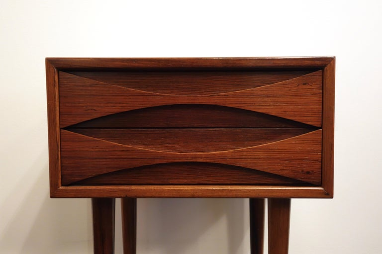 Bedside / nightstand by Arne Vodder for Sibast. Danish manufacture in 1960. In rosewood of Rio, two drawers end tapered round feet. Good condition: some traces of use.