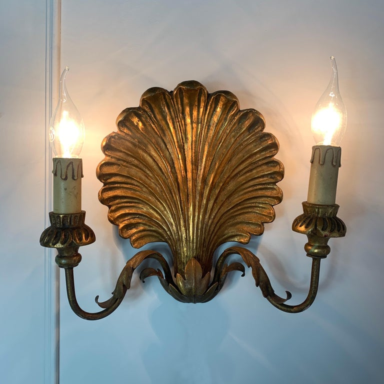 Palladio Italian Gilt Wooden Shell Wall Lights, 1950s In Good Condition For Sale In Hastings, GB