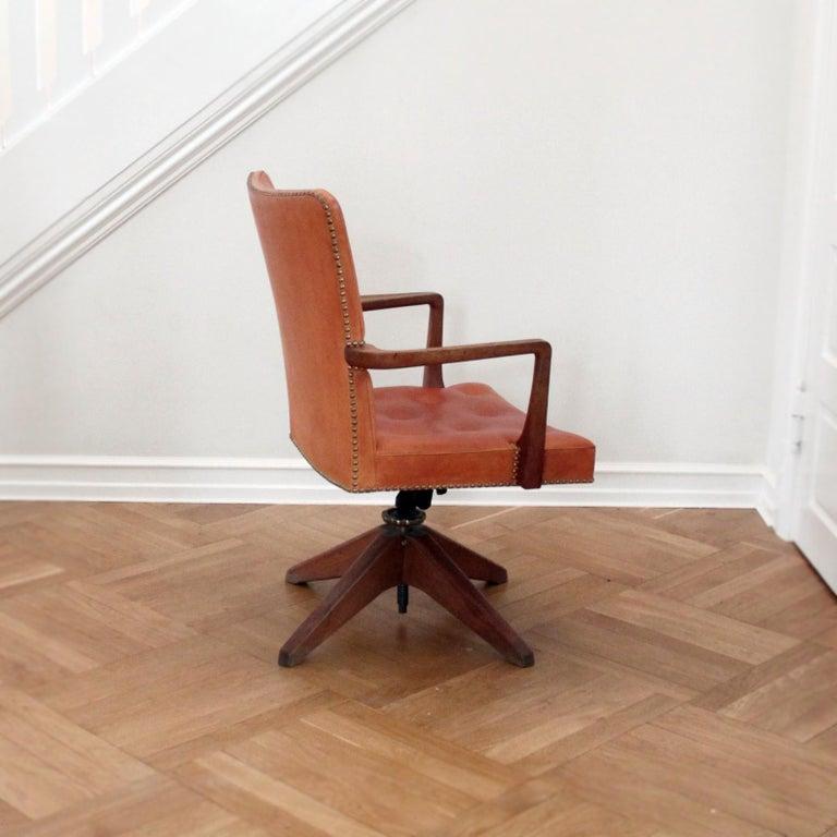 Danish Palle Suenson, Rare Executive Desk Chair in Walnut, Brass and Leather, 1940s For Sale