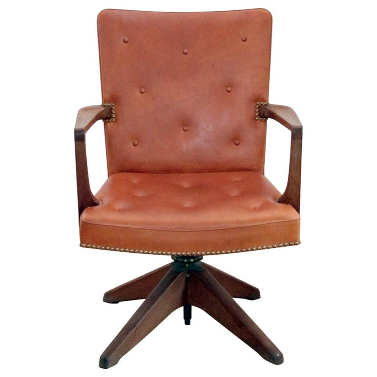 Palle Suenson, Rare Executive Desk Chair in Walnut, Brass and Leather, 1940s For Sale