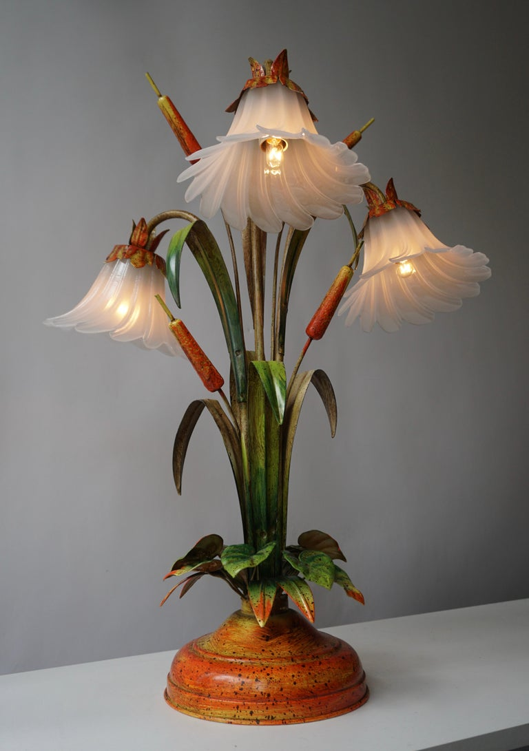 Palm Tree-Form Tole Painted and Glass Floral Lamp In Good Condition For Sale In Antwerp, BE