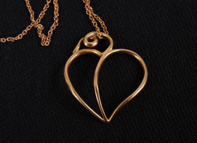 Modern Paloma Picasso Tiffany & Co 18k Gold Heart Pendant and Chain For Sale