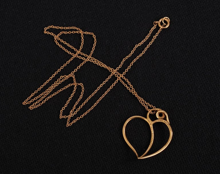 Paloma Picasso Tiffany & Co 18k Gold Heart Pendant and Chain In Excellent Condition For Sale In New Hope, PA