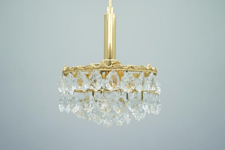 Palwa chandelier in brass and crystal glass. Very good condition!