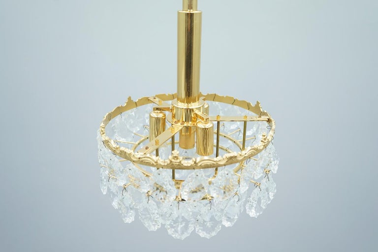 Palwa Crystal Glass and Brass Chandelier, 1960s In Good Condition For Sale In Frankfurt / Dreieich, DE
