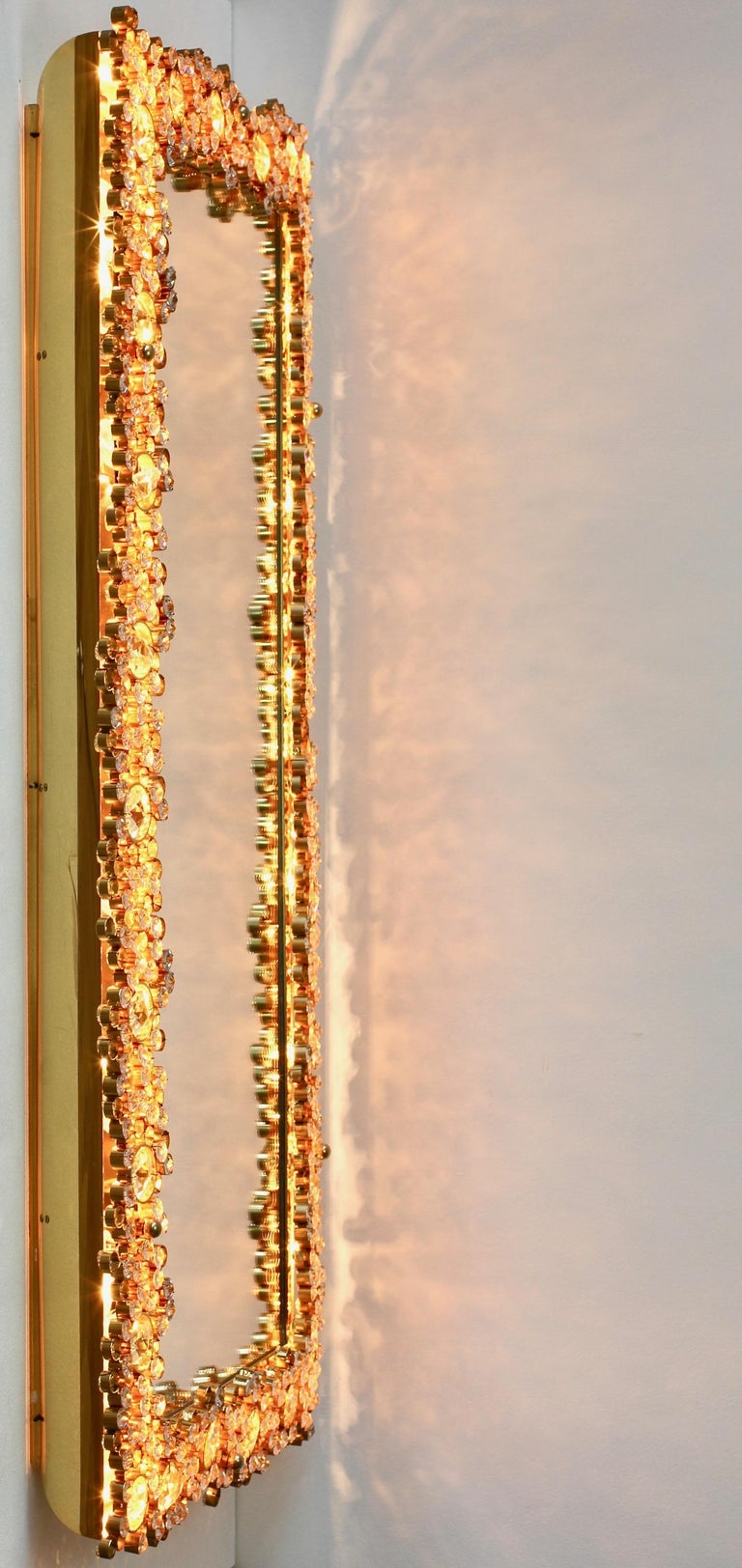 Palwa Extra Large Backlit Wall Mirror with Gilt Brass & Cut Faceted Crystals For Sale 2