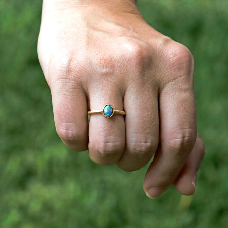 Cabochon Pamela Froman Gem Lightning Ridge Black Opal Hammered Gold Solitaire Ring For Sale