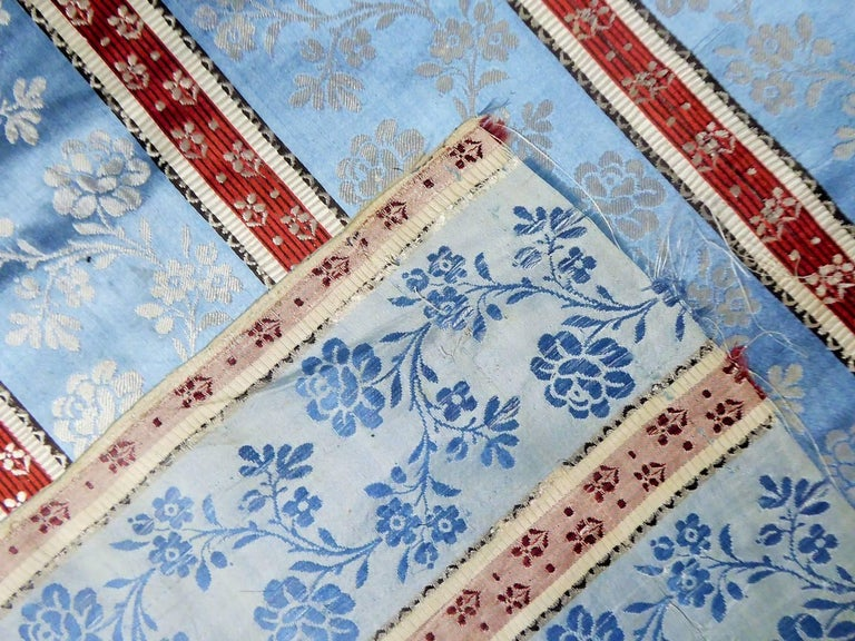 Panels in blue damask silk lampas - France 18th century For Sale 6