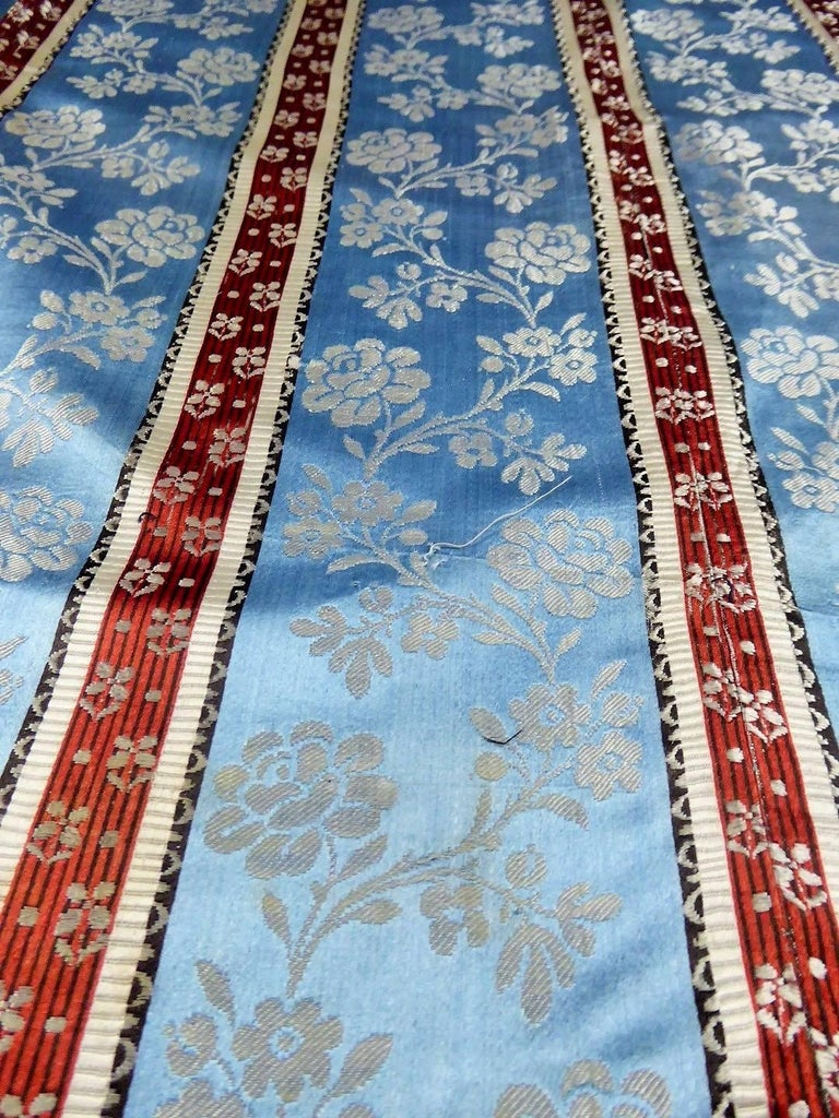 Gray Panels in blue damask silk lampas - France 18th century For Sale