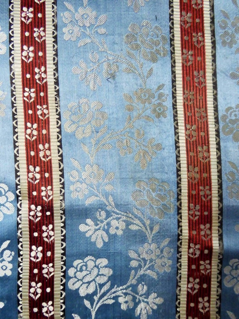 Panels in blue damask silk lampas - France 18th century In Excellent Condition For Sale In Toulon, FR