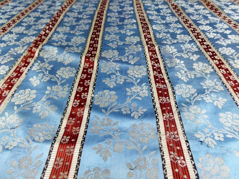 Panels in blue damask silk lampas - France 18th century For Sale 2