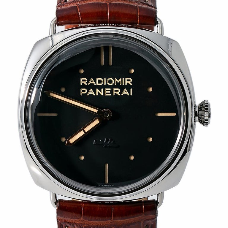 Panerai Radiomir PAM00425, White Dial, Certified and Warranty In Excellent Condition For Sale In Miami, FL