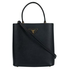 Panier in black leather