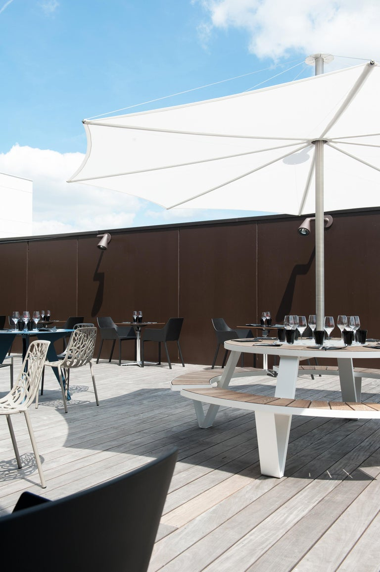 Contemporary Pantagruel Picnic Table with Inumbra Parasol Design by Extremis For Sale