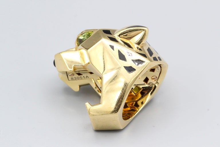 Panthere de Cartier Peridot, Onyx, 18 Karat Gold and Lacquer Ring In Good Condition For Sale In New York, NY