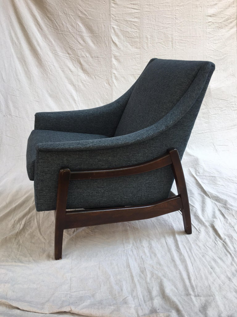 Mid-Century Modern Paoli Upholstered Rocking Lounge Chair For Sale