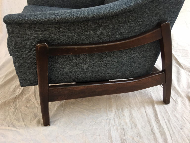 Paoli Upholstered Rocking Lounge Chair In Good Condition For Sale In Philadelphia, PA