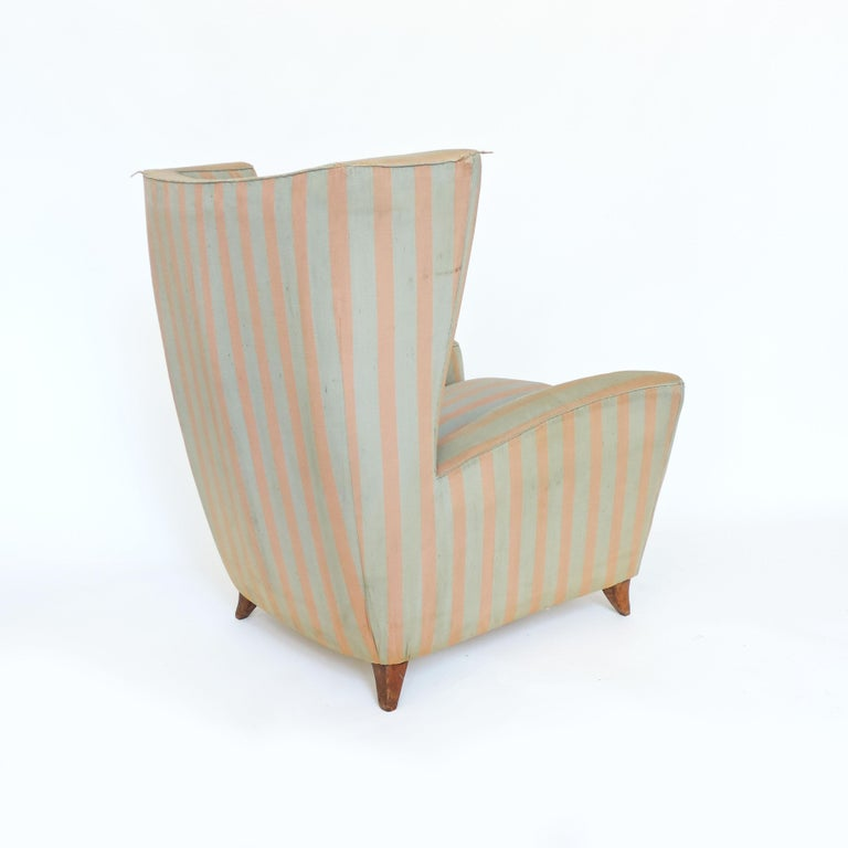 Mid-Century Modern Paolo Buffa 1940s Armchair in Original Pink and Light Grey Stripes Fabric For Sale