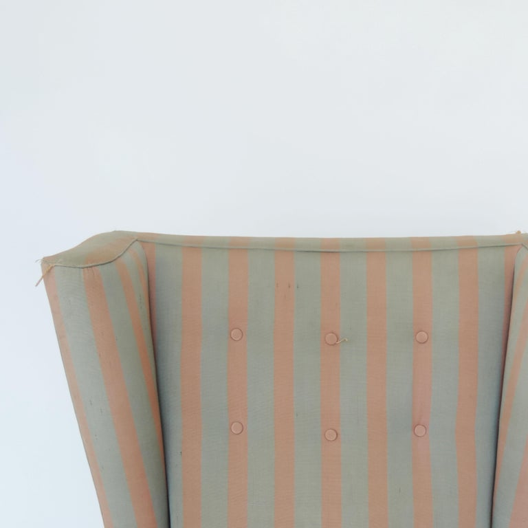 Paolo Buffa 1940s Armchair in Original Pink and Light Grey Stripes Fabric In Good Condition For Sale In Milan, IT