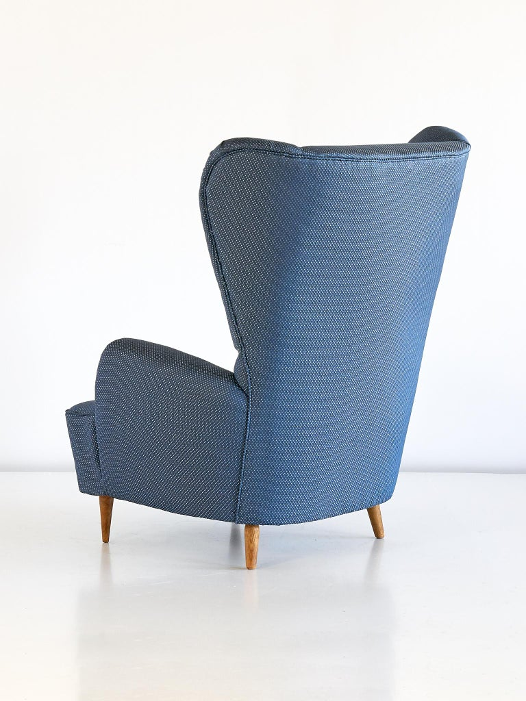 Paolo Buffa High Wingback Chair Upholstered in Blue Rubelli Fabric, Italy, 1940s For Sale 1