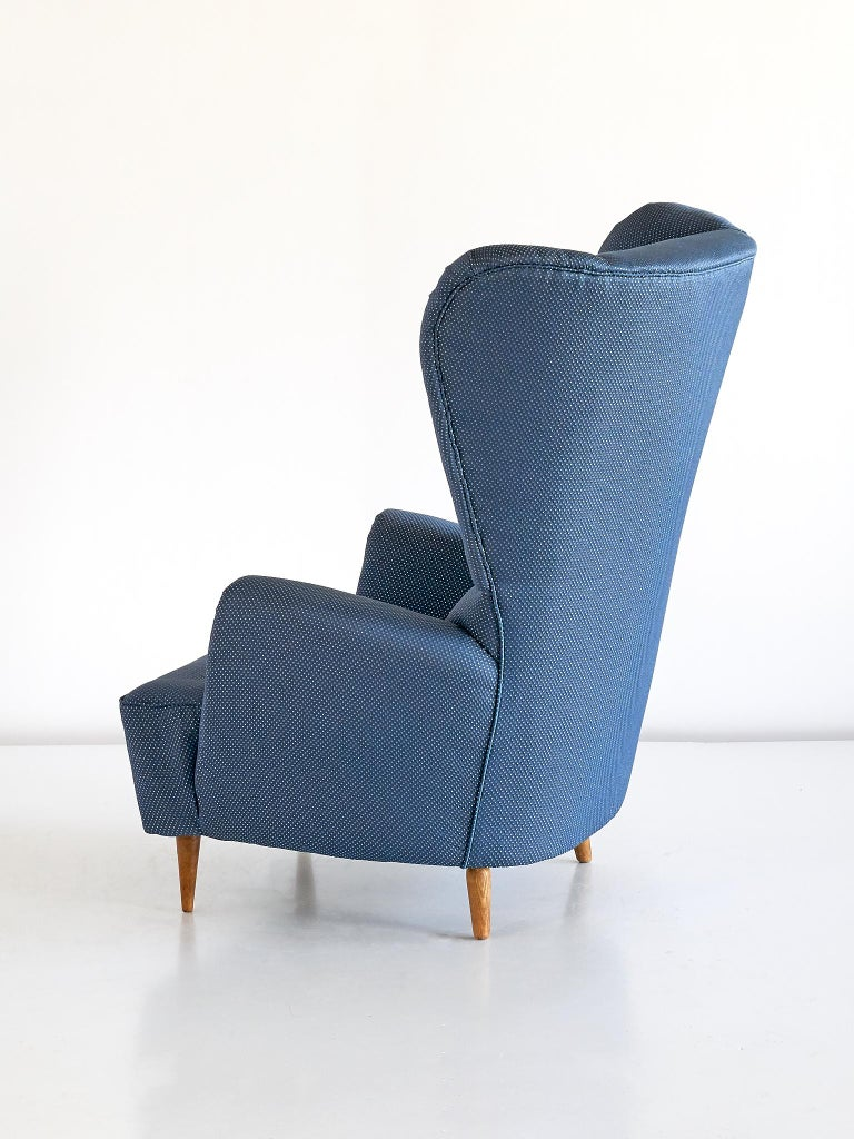 Paolo Buffa High Wingback Chair Upholstered in Blue Rubelli Fabric, Italy, 1940s For Sale 2
