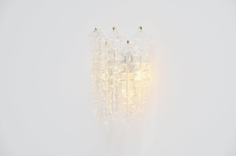 Very nice leaf shaped glass wall lamp designed by Paolo Venini and manufactured by Venini, Murano Italy 1960. This amazing large wall lamp has a white painted wall structure where the transparent glass leafs hang on. The lamp uses 3x E14 bulbs up to