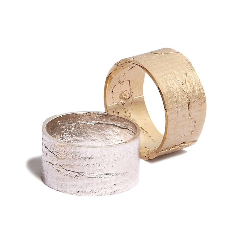 Paper Cigar Ring in 18 Karat Gold by Allison Bryan In New Condition In London, GB