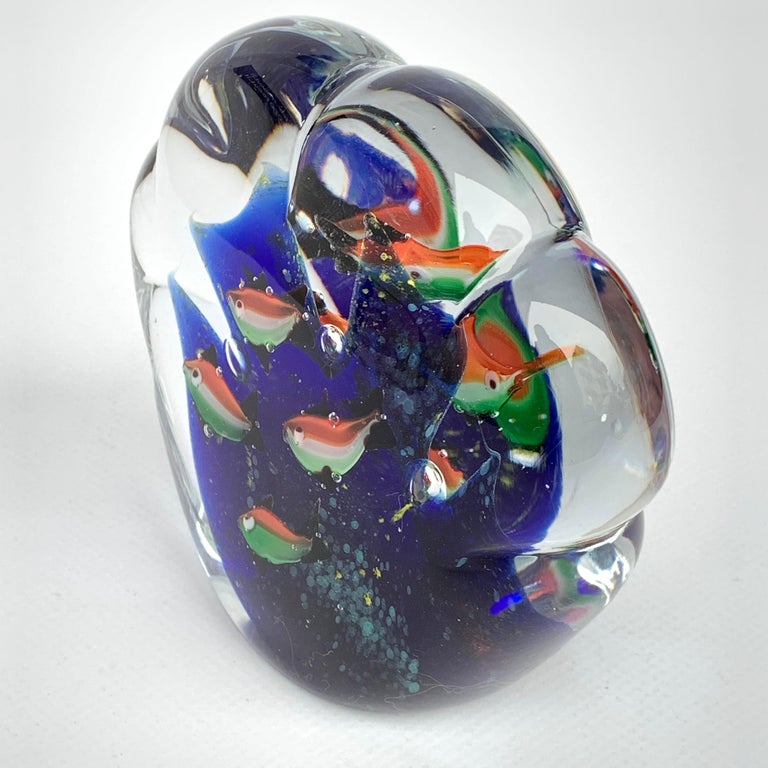 Paperweight Sculpture for Aquarium in White, Blue, Red and Green Murano Glass In Good Condition For Sale In Roma, IT