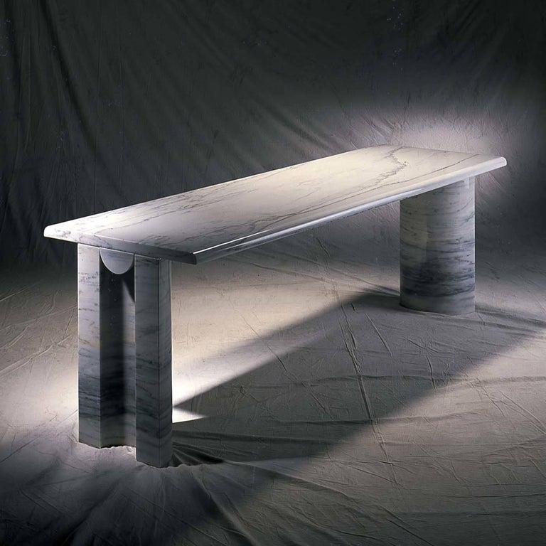 Solid units, Classic lines and the impeccable elegance are the features of this exclusive table that reflect a timeless style. The marble is showcased in all its glory by the simple and open frame composed of a long, rectangular top supported by two
