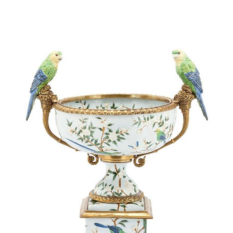 Bowl or cup parrots and flowers made with porcelain.