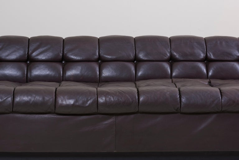 Party Sofa Model 5407 in Dark Brown Leather by Edward Wormley for Dunbar In Good Condition For Sale In Berlin, DE