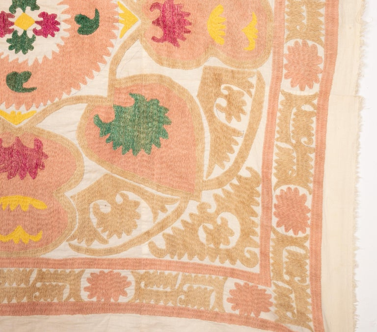 Pastel Small Suzani from Samarkand, Uzbekistan, 1970s In Good Condition For Sale In Istanbul, TR